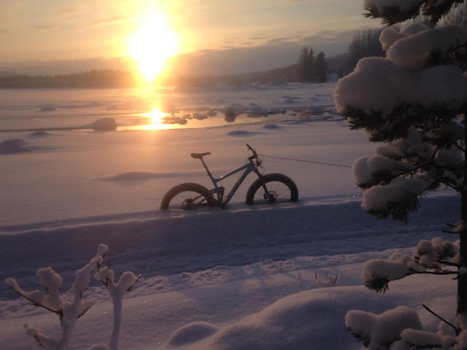 Fredag fatbike i sol och snö